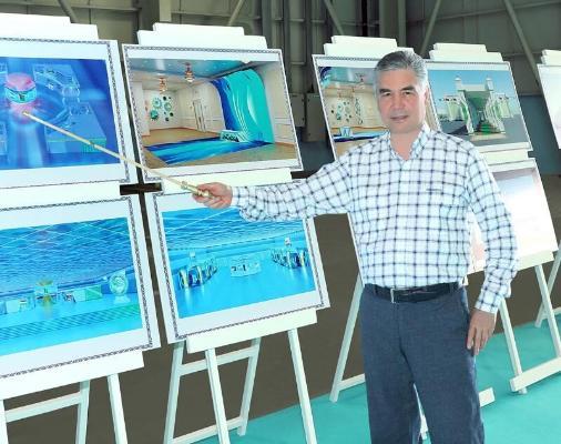 Türkmen Lideri elektromobilde Türkmenbaşy Halkara deňiz portuna aýlanyp gördi