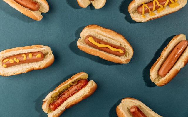 Американец по прозвищу «Челюсти» установил новый рекорд по поеданию хот-догов