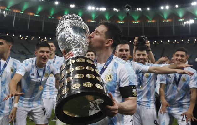 Messi Argentinanyň düzüminde ilkinji uly baýragyny gazandy