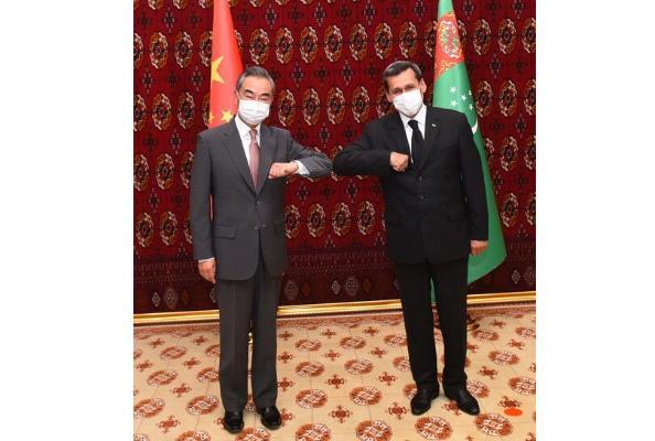 Hytaýyň baş diplomaty Wan I Türkmenistana sapar bilen geldi