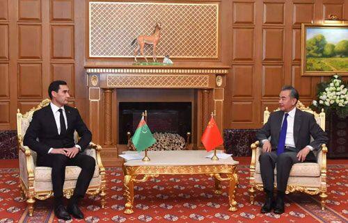 Рашид Мередов и Сердар Бердымухамедов провели встречу с главой МИД КНР