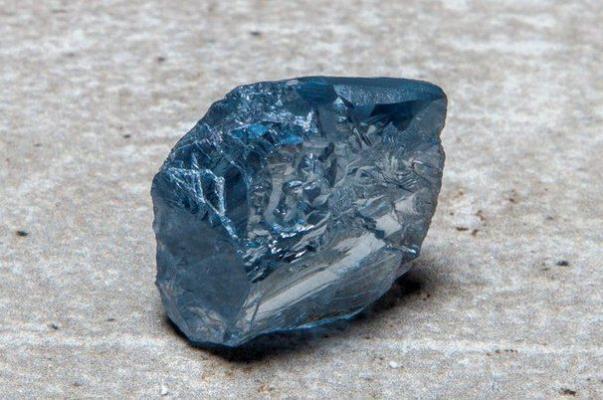 Добытый в ЮАР редчайший голубой алмаз весом 39,3 карата продали за $40 млн