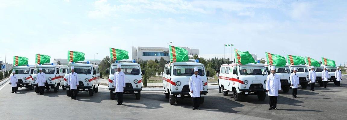 Туркменский лидер выделил из Благотворительного фонда 10 машин «Скорой помощи» для педиатрических отделений больниц Балканской области