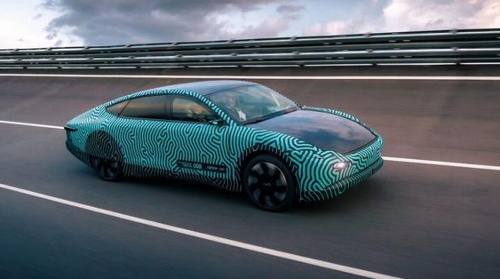 Нидерландский электромобиль Lightyear One проехал на одном заряде 710 км