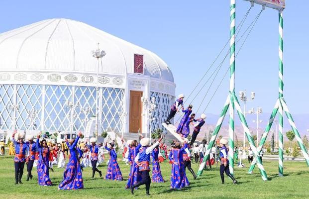 Туркменский лидер поздравил соотечественников с праздником Курбан байрамы