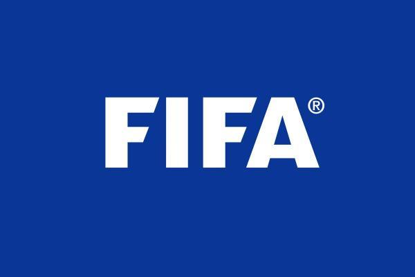 FIFA futbol üçin täze düzgünleri synap görýär
