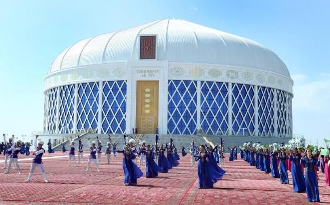 Президент Бердымухамедов принял участие в открытии здания «Türkmeniň ak öýi» в Дашогузе