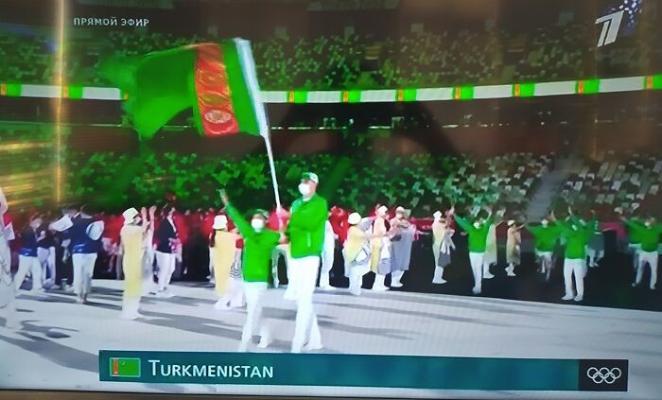Туркменские олимпийцы приняли участие в параде спортсменов на церемонии открытия Игр в Токио