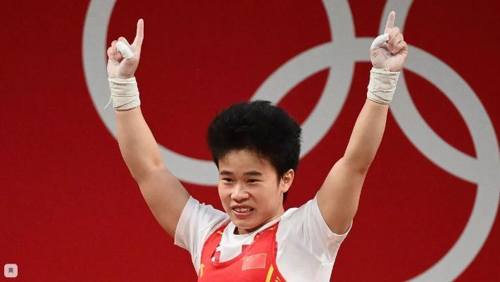Тяжелоатлетка из Китая выиграла золотую медаль в весе до 49 кг, установив рекорд Олимпиады