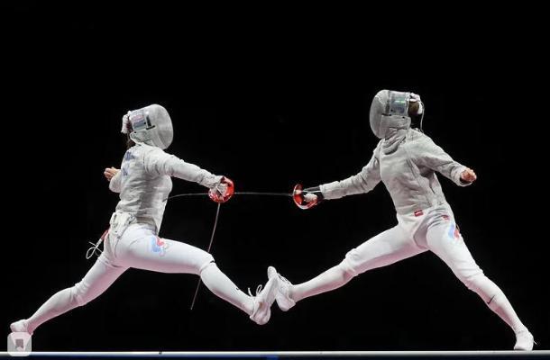 Российская фехтовальщица Позднякова выиграла золото на Олимпиаде
