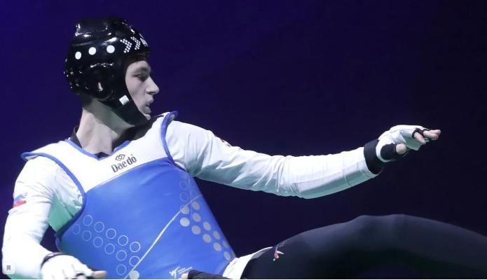 Maksim Hramsow 80 kg çenli agram kategoriýasynda taekwondo boýunça ýaryşda altyn medal gazandy