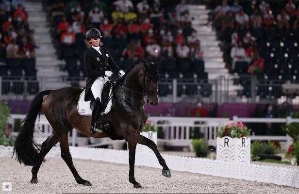Germaniýanyň atly sport boýunça milli ýygyndysy toparlaýyn atly ýöremede Olimpiýa oýunlarynyň altyn medalyny gazandy