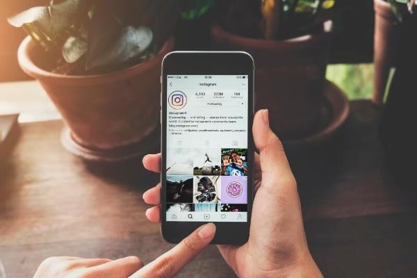 В Instagram ужесточат меры защиты несовершеннолетних