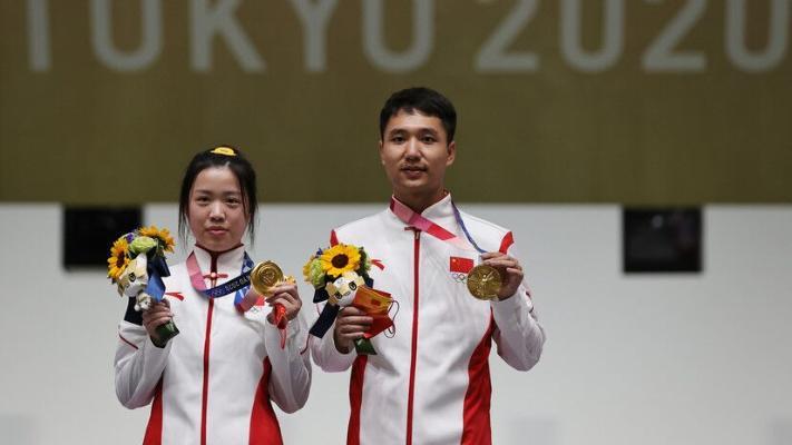 Китайцы выиграли золото в стрельбе из пневматического пистолета и винтовки с 10 м в миксте на ОИ-2020