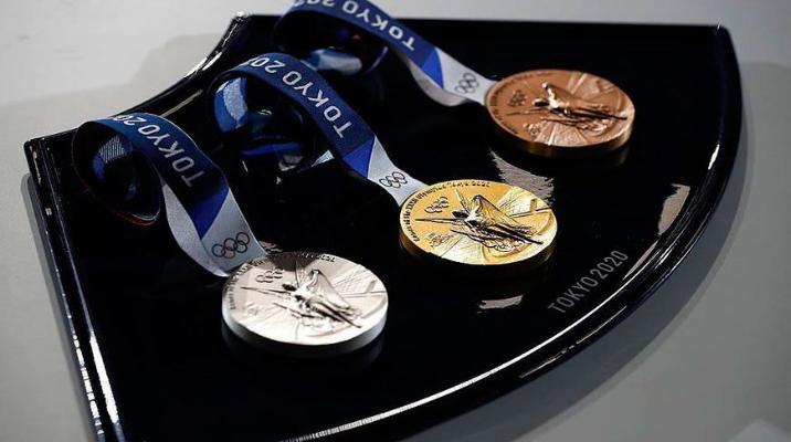 Китайские спортсмены взяли золото Олимпиады в синхронных прыжках в воду с трехметрового трамплина