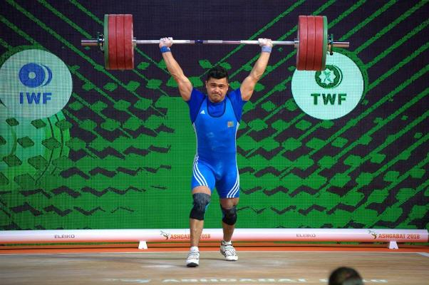 Жюри в Олимпиаде не засчитали финальный подход туркменского тяжелоатлета, боровшегося за медали