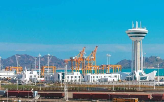 В Туркменбашинском порту разворачивается выставка товаров производителей стран ЦА