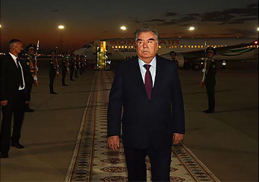 Täjigistanyň Prezidenti Emomali Rahmon Aşgabada geldi