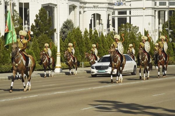 Türkmen-täjik gepleşikleriniň gün tertibinde haýsy meselelere garaldy?
