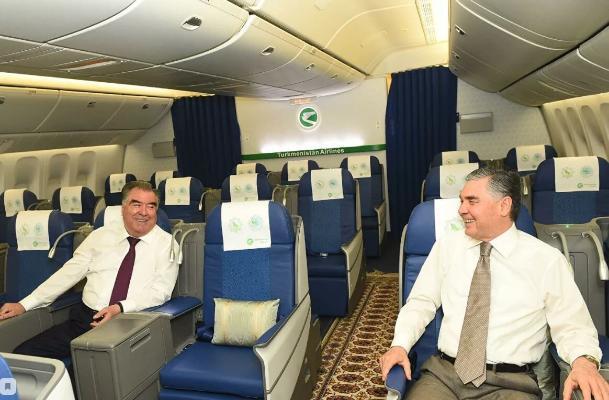 Президент Таджикистана Рахмон посетил Туркменбашинский морской порт