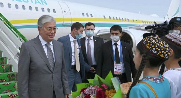 Глава Казахстана прибыл в Туркменистан для участия в саммите глав ЦА