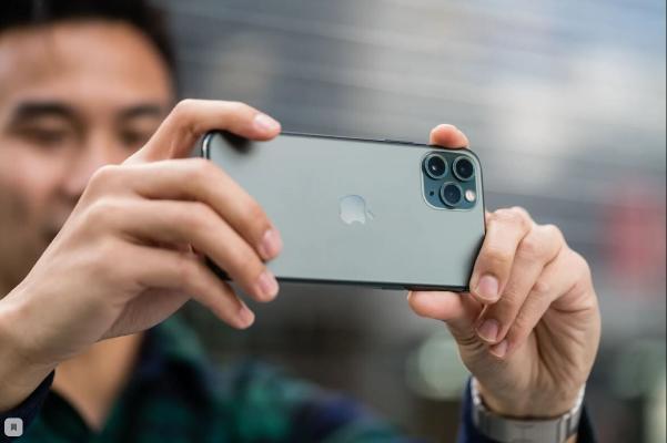 Bloomberg: täze iPhone kämilleşdirilen kamera eýe bolar