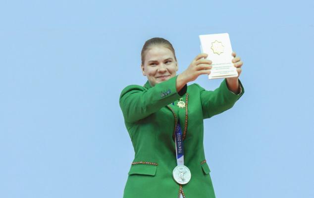 Призерке Олимпиады Полине Гурьевой вручены подарки от имени президента