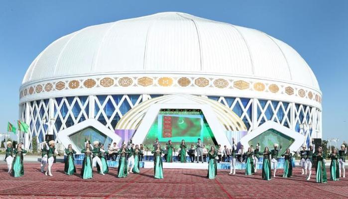 Президент Бердымухамедов дал старт строительству помещения при здании «Türkmeniň ak öýi» в Мары