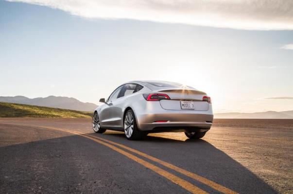 Tesla tutuş dünýäde 1 milliondan gowrak Model 3 elektromobilini satdy