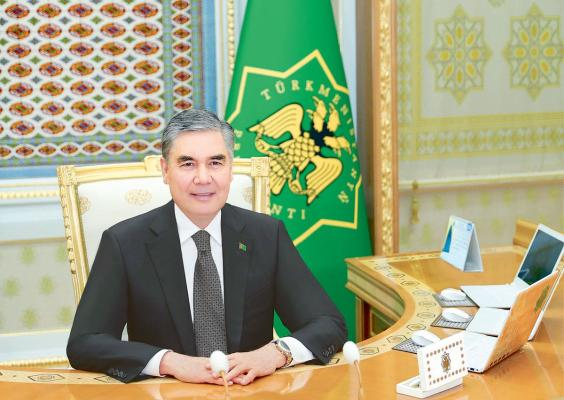 Türkmen Lideri gurluşyk, energetika we jemagat hojalygy işgärleriniň hünär baýramyny gutlady