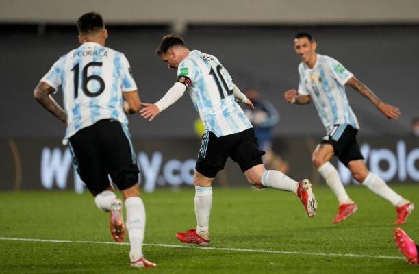 Messi karýerasyndaky 750-nji goluny geçirdi