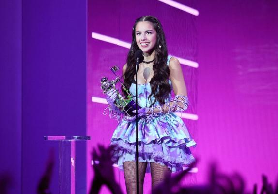 """Оливия Родриго получила награду MTV в номинации """"Песня года"""""""