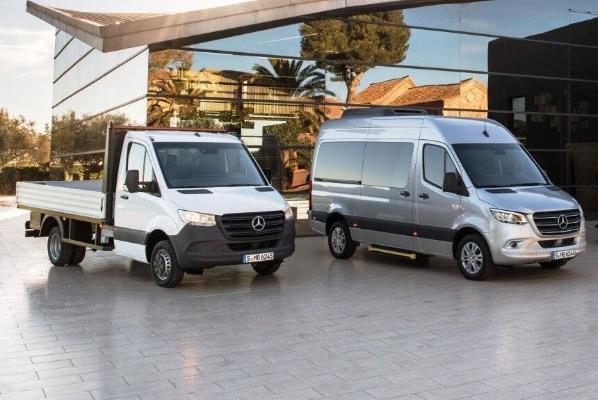 Mersedes-Benz täzelenen Sprinter furgonlaryny satyp başlady