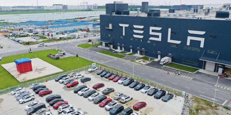 Hytaýda Tesla elektromobilleriniň satuwy bir ýylda tas üç esse ýokarlandy