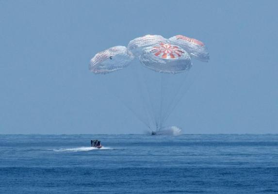 Crew Dragon с пассажирским экипажем приводнился у побережья Флориды