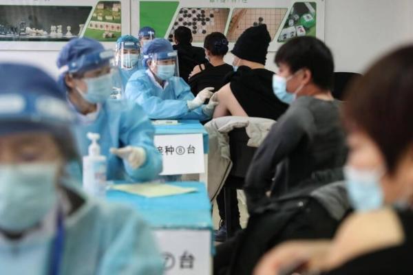 В Китае от COVID-19 полностью привили более миллиарда человек