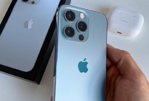 Apple использует пластиковые бутылки при производстве iPhone 13