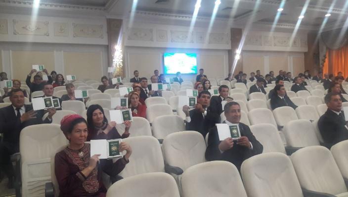 Борьба против безгражанства: 2 657 человек получили паспорт гражданина Туркменистана