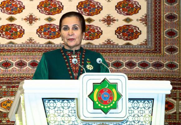 Ilçi Çynar Rustemowa «Türkmenistanyň Gahrymany» diýen at dakyldy