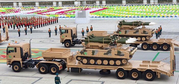 На новой ашхабадской Гострибуне состоялся военный парад в честь Дня независимости Туркменистана