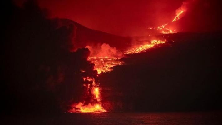 Из-за извержения вулкана остров Ла-Пальма в Испании объявлен зоной стихийного бедствия