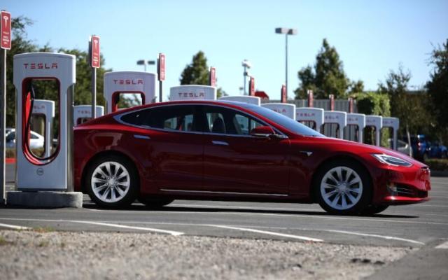 Tesla ýylyň üçünji çärýeginde elektrikli ulag satuwynda rekord goýdy